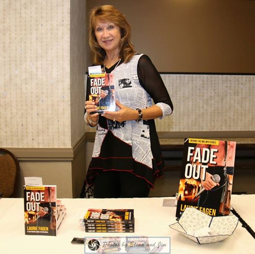 Laurie at AZMysteryCon 2016 Photo by Elena Thornton, Arizona Consortium for the Arts